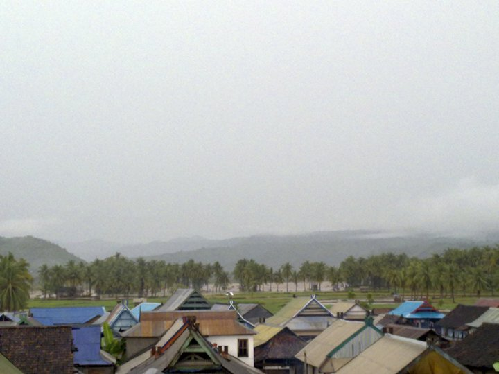 rhakateza.files.wordpress.com/2011/04/air-bah-menerjang-sape-bima.jpg