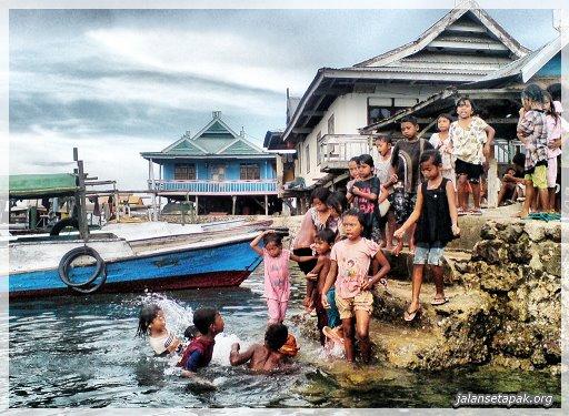 Perkampungan nelajan bako di bajo Pulau - Sape